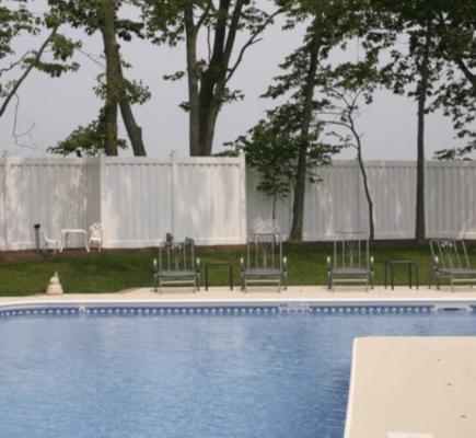 white vinyl privacy fence around pool